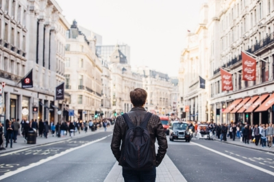 Anonymous person stands in the middle of a street in England | Informatica